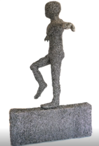 jeanne de chantal nyckees sculpteur sculpture metallique homme equilibriste 2